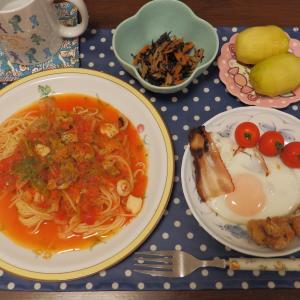 海鮮トマトソースパスタ・ベリーベリーミルク