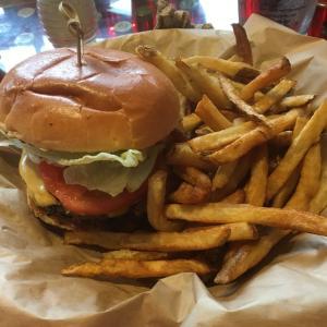 弾丸とロボットとハンバーガー~アメリカ南部のバーガーレストラン~