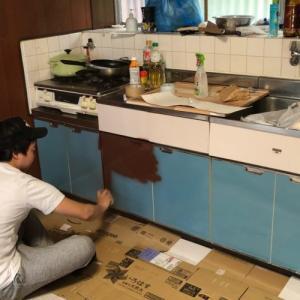 キッチンの収納扉のダサいカラーを激変させる!!