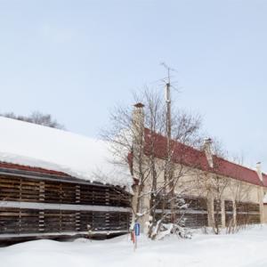 雪に沈む旧猿払小学校