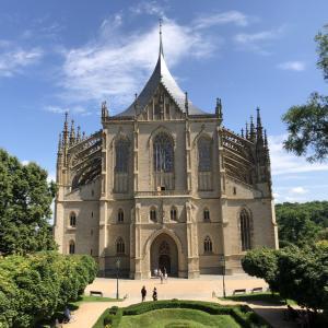 2021年夏のチェコpart2_銀で富を得た教会と骨だらけの納骨堂