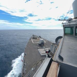 アメリカ駆逐艦が台湾海峡を南下