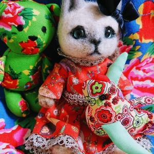 自分用猫の人形とカルディのマスコット
