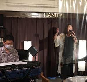 7月11日(土)の午後は、岡崎早苗(vo)さんのライブでした!
