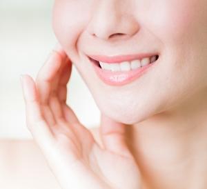 LEDの光を当てて歯を白くする効果とその仕組みは?健康に害は無い?