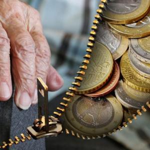 年金の受取は何歳からできるか、繰上げ受給と繰下げ受給どちらがお得?