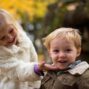 """妹いるやつ『お兄ちゃん』って呼ばれてるとか羨ましすぎない?「は?""""にぃに""""が一番人気やぞ?」「名前で呼び捨てや」「ワイ兄、3年イモウットの顔みてない」…2ch妹まとめ"""