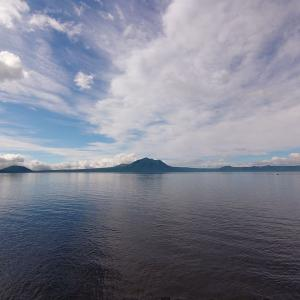 道路で釣りはアウトですよ。in支笏湖