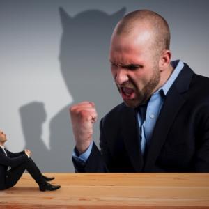 怒鳴る上司から身を守る5つの対策!辞めたいと思っているあなたへ!