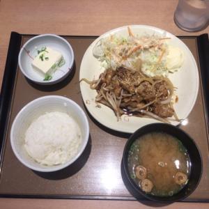 梅田でランチ。やよい軒にも安い定食メニューあるよ。
