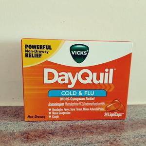 グアムで風邪をひいたら?市販の風邪薬デイクィル&ビーチでのんびり寝て治す!?
