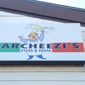 【厚木基地】アメリカンなイタリア料理店「Parcheezi's」でピザを堪能!