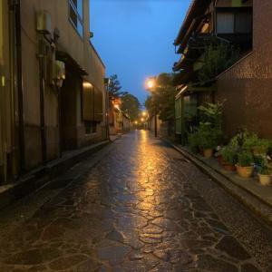 金沢旅行で長町界隈の武家屋敷へ!夜露に濡れる石畳と、激渋居酒屋で傾く盃