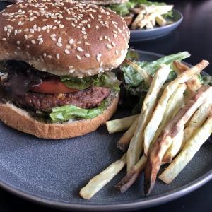 流行りのヴィーガン用パテ、Beyond Burger は本当にヘルシーなの?