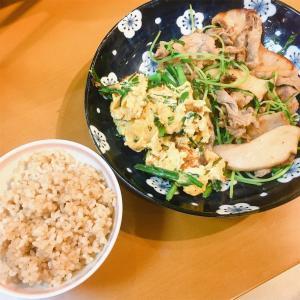 豚肉とエリンギと豆苗のマヨポン炒めと、ニラ玉