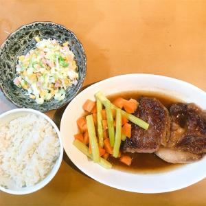 宮崎牛のステーキと、キャベツのコールスローサラダ