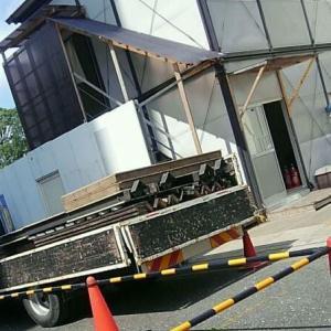 【初心者向け警備員マニュアル・実践編28・写真付き!】仮設事務所の解体、間近で見ると、芸術的です!・・・さて、警備員はそこで何をするのか?