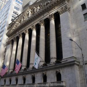 米国株と米国ETFの株価をチャートで比較する方法を紹介
