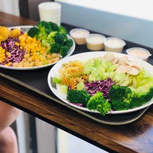 外食はダイエットのリズムを乱しがち。上手に楽しむ(10)