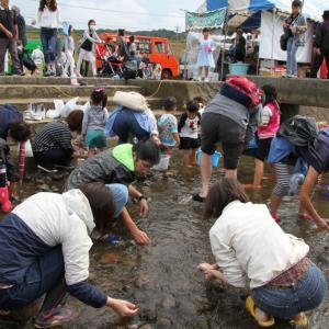 大任町しじみ祭り2019~昭和62年から行われている彦山川の恒例行事。この日だけは川に入りしじみを獲ることが出来ます。