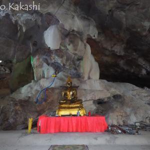 コウモリの羽風を感じる洞窟寺院 ワット・クハ・バンファット @ ペッチャブリ