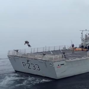 ジェットスーツの進化が止まらない!イギリス海兵隊と行われた最新テスト飛行動画を公開!