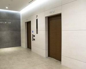 マンションによっては、エレベーターにストレッチャーや棺が入らないこともあります。