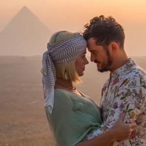 【ケイティ・ペリー】婚約者オーランド・ブルームとエジプト旅行で誕生をお祝い!