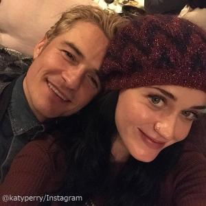 【ケイティ・ペリー】婚約者オーランド・ブルームの誕生日をラブラブ写真でお祝い!ミランダもコメント