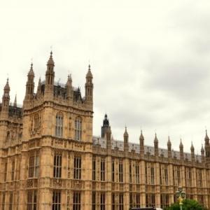 イギリスでホームレスの子供が12万人を超える