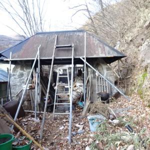 子供の頃の夢の一つはアヤメの咲く屋根の家・・・それを手造りで実現・・・