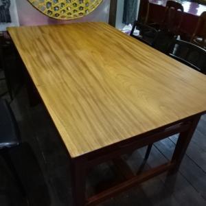 欅の一枚板で出来たダイニングテーブルを塗り変える!
