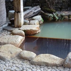 露天風呂の源泉は絶品と自負せども商売上手には勝てません?