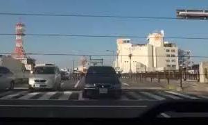 DQN 女性 ドライバー 交差点 で 躊躇なく 車線変更 する ドライブレコーダー