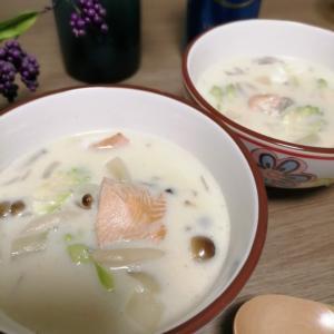 だしとスパイスの魔法!スープのコクと鮭の旨み絡まるクリームチャウダーが簡単でめちゃうまい