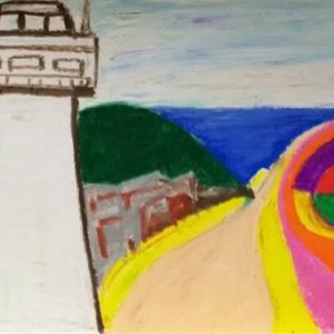 灯台と海に続く坂道
