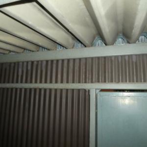 京都市のマンション、共用階段の鳩対策