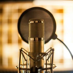 【凄い歌声】上野駅前で栄光の架橋を歌うストリートミュージシャン・古川愛理さん【溢れ出る才能がダダ漏れ】