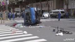 東京・池袋で乗用車が暴走し12人が死傷した事故で、死亡した女性が、およそ50メートル先の路上にまではね飛ばされていたことが新たにわかりました。