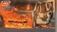 大阪府堺市のコンビニエンスストアの駐車場で車1台が炎上しました。