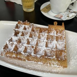 【アントワープ】絶品のベルギーワッフルがおすすめのカフェ『Wafelhuis Van Hecke』