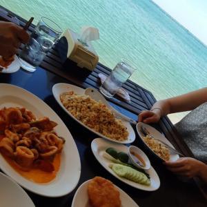 シラチャ「ムンアロイ」で海辺ランチ