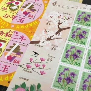 切手を貼るのは楽しい