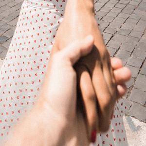 【握手会なのに手汗がヤバイ】手汗は嫌がられるのか?地下アイドルに聞いてみた