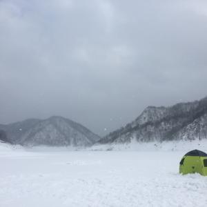 ワカサギ氷上釣り 風対策製品4選