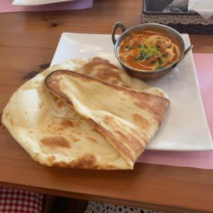 【多摩グルメ】住宅街で見つけたお手頃インドカレー「アッサムダイニングカフェ」7のつく日はナン食べ放題!