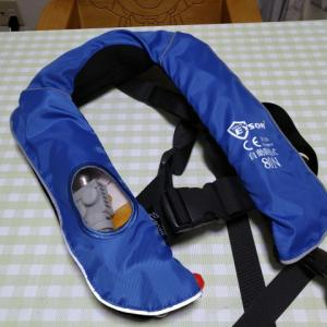 子どもに着せるライフジャケットは色々あるけど・・・。磯場以外なら膨張式をお勧め!