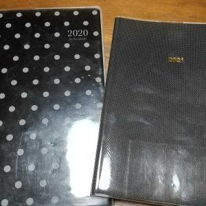 手帳は100均で購入します。