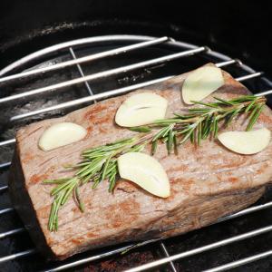 ダッチオーブンでローストビーフを作る レシピ、肉の温度、ソースの作り方を公開