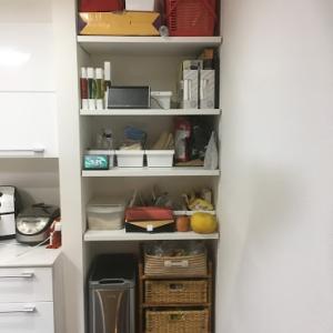 キッチンの自在棚を隠す~ロールスクリーン~